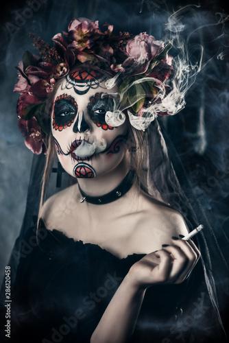 Spoed Fotobehang Halloween charming woman catrina