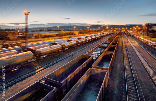 Fotografía  Cargo train platform at sunset with container