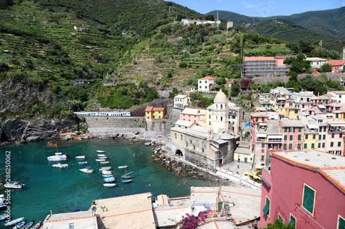 Fotobehang Liguria Vernazza, Cinque Terre - on the Italian Coastline