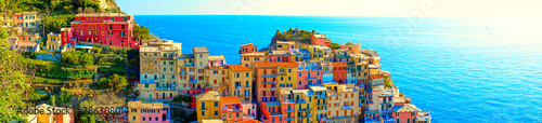 Papel de parede Colorful houses of Manarola, a beautiful village in Cinque Terre National Park