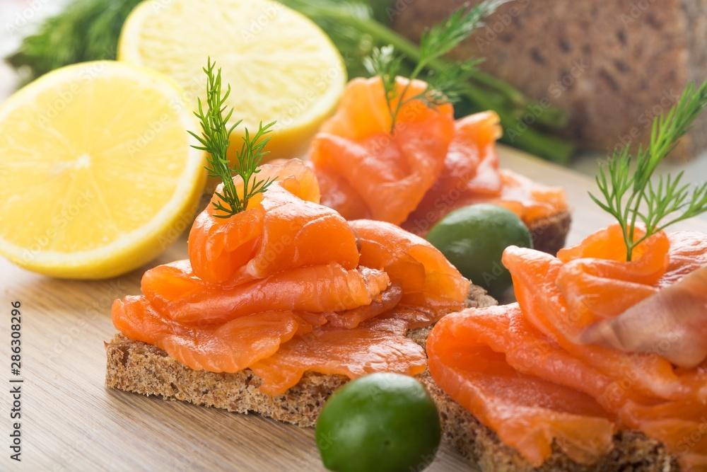 Obraz Smoked salmon snacks fototapeta, plakat