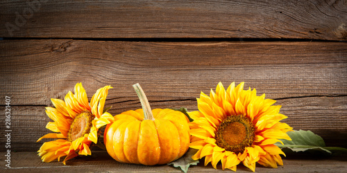 Foto auf Leinwand Natur autumnal background before wooden board