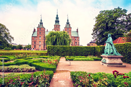 Fényképezés  Breathtaking magical landscape with statue of Queen Caroline Amalie in the park of famous Rosenborg Castle in Copenhagen, Denmark