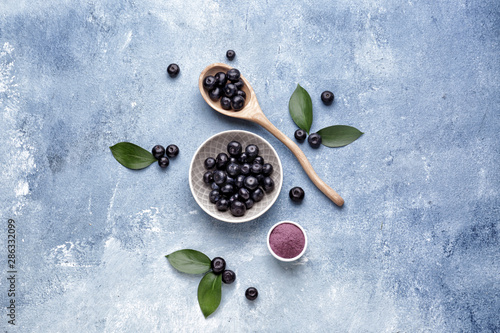 Obraz Acai berries with powder on color background - fototapety do salonu