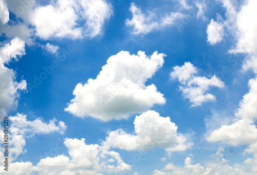 fototapeta na drzwi i meble blue sky with cloud in bright morning.