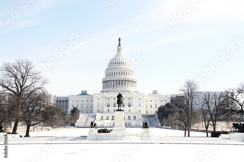 Fotografía The US Capitol Building in Washington DC on a sunny winter day after a heavy snow with no people