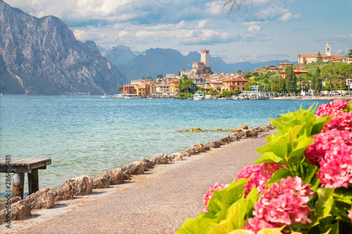 Fototapeta Malcesine - The promenade over the Lago di Garda lake with the town and castle in the background