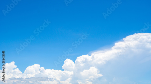 Photo  Beautiful blue sky and white cumulus clouds abstract background