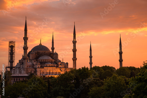 Poster Turquie Beautiful Blue mosque with foreground and sunset