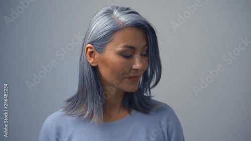 Cuadros en Lienzo Posing Beautiful Asian Woman On The Grey Background