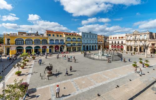 Kuba, Havanna; Blick auf einen der ältesten Plätze von Havanna,    Plaza Vieja Canvas Print