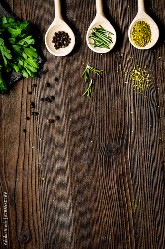 Poster Personal spices and fresh salad on dark wooden table top view