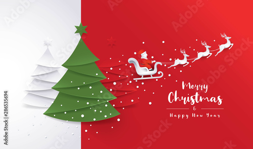 Fotografia Merry Christmas Greeting card, Christmas Tree, Santa Claus sleigh and Reindeer with Snowflake on Red Background