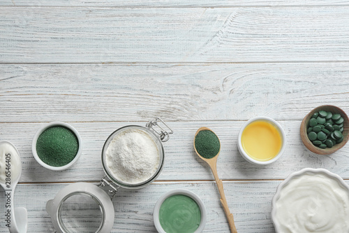 Obraz na plátně  Flat lay composition with freshly made spirulina facial mask on white wooden table