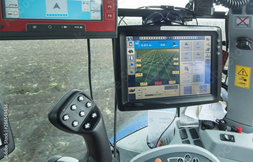 Stampa su Tela  Tractor with GPS system for Planting potatoes