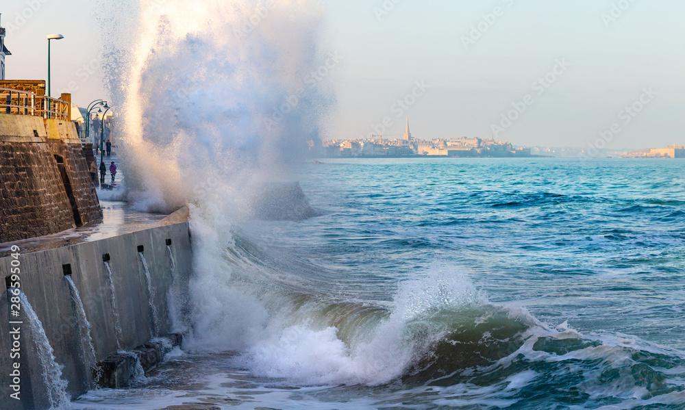 Fototapety, obrazy: Big wave crushing during high tide in Saint-Malo