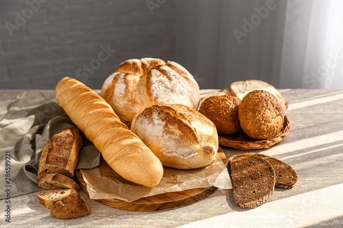 Foto auf Gartenposter Brot Assortment of fresh bread on table