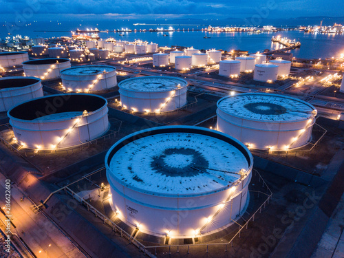 Fototapeta Aerial photographs of oil refineries plants, gas tank, oil tank. obraz