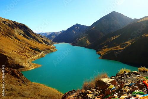 Fototapeta sacred lake in tibet landscape