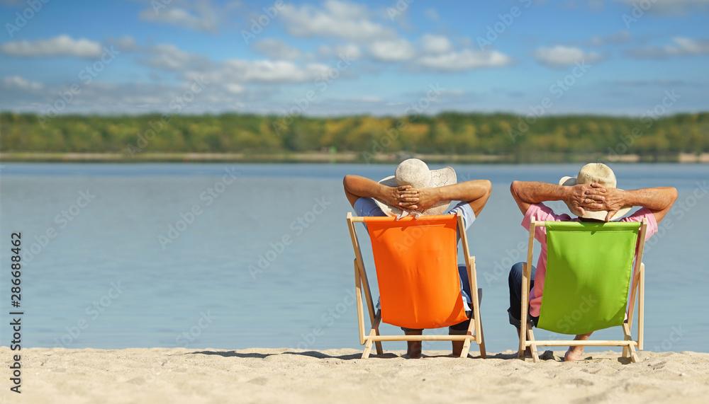 Fototapety, obrazy: Glücklichsein - entspanntes Paar am Strand