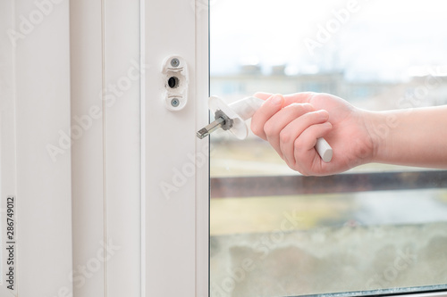 Photo A man holds in his hand a broken doorknob