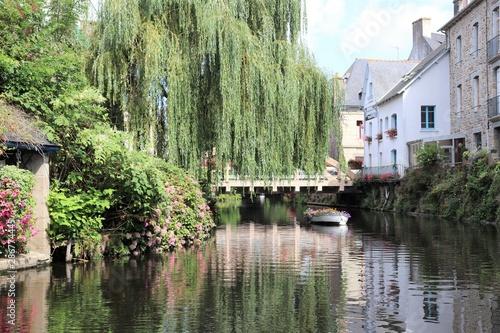 Poster Kaki Le fleuve Trieux dans la ville de Pontrieux - Département des Côtes d'Armor - Bretagne - France