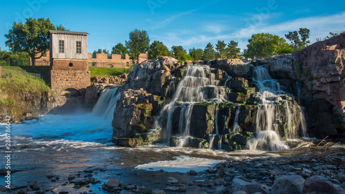 Foto auf Leinwand Blaue Nacht Sioux Falls waterfalls in downtown
