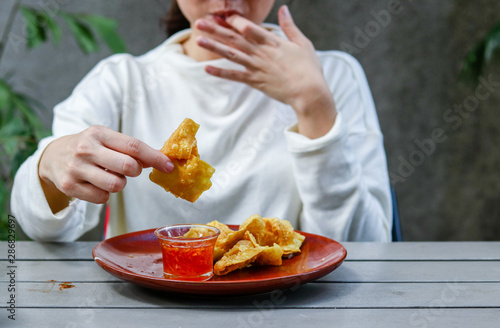 Fotografia Woman licking and sucking finger on the wooden table
