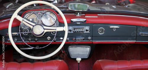 Photo sur Toile Vintage voitures Armaturenbrettund und Lenkrad eines Oldtimers
