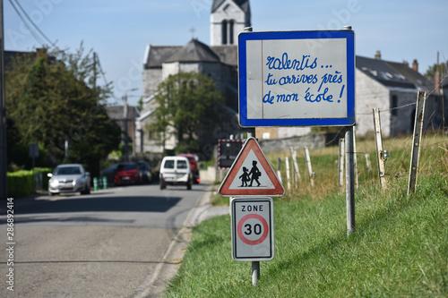 Valokuva  ecole vitesse ralentir securité danger ecolier enfant signalisation