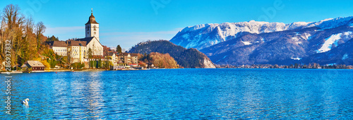 Poster Cygne Panorama of Wolfgangsee lake with church, St Wolfgang, Salzkammergut, Austria