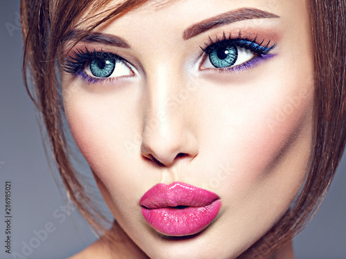 Obraz Emotional  young woman with beautiful big blue eyes. - fototapety do salonu