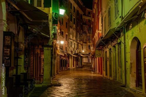 Fototapeten Schmale Gasse Old Town Corfu
