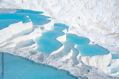 Fotomural  Pamukkale, natural pool with blue water, Turkey tourist attraction