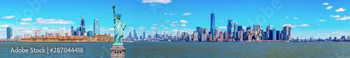 Panorama Statua Wolności z One world Trade budynku centrum nad hudsonem i Nowy Jork pejzażu miejskiego tłem, punkty zwrotni niższy Manhattan Nowy Jork miasto.