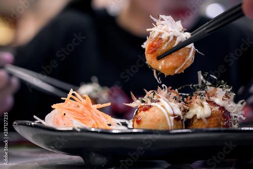 Foto  Fried Takoyaki balls dumpling.