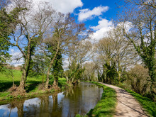 Monmouthshire & Brecon Canal , Brecon Beacons National Park In Wales, Image Of Canal And Towpath