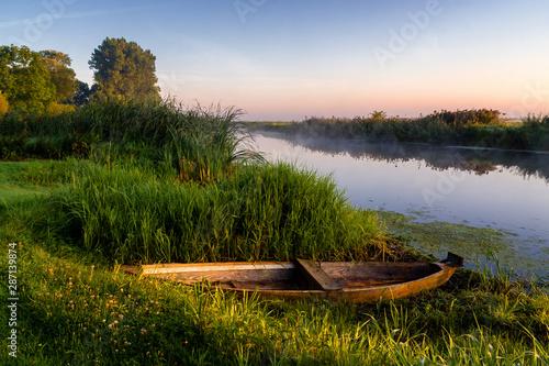 Cuadros en Lienzo  Rzeka Narew o poranku, Podlasie, Polska