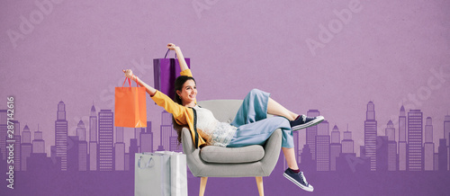 Fotomural  Cheerful shopaholic woman with shopping bags
