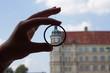 Schloss Güstrow durch eine Lupe