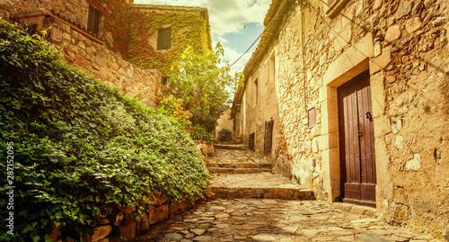 starozytna-stara-i-przytulna-europejska-ulica
