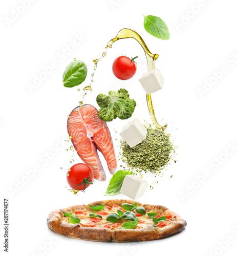 Delicious pizza Margherita on white background Fototapete