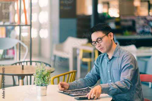 Fototapety, obrazy: asian businessman startup company   entrepreneur  sit smile with happiness in new shop store office background business ideas concept