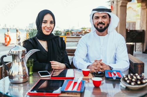 Couple enjoying weekend together in Dubai Tapéta, Fotótapéta