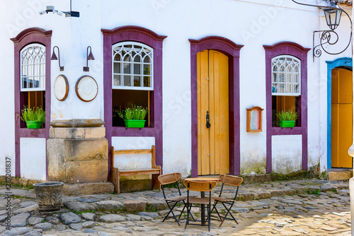 Obraz na plátně Cozy street with tables of cafe in historical center in Paraty, Rio de Janeiro, Brazil
