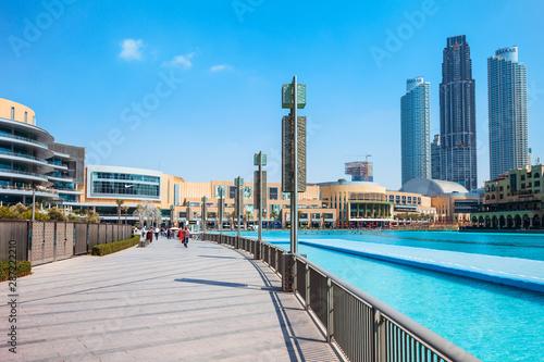 Montage in der Fensternische Blau Dubai Mall in Dubai, UAE