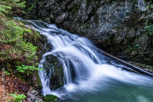 fototapeta na lodówkę Josefsthaler Wasserfälle am Schliersee - oberer Bereich in Langzeitbelichtung