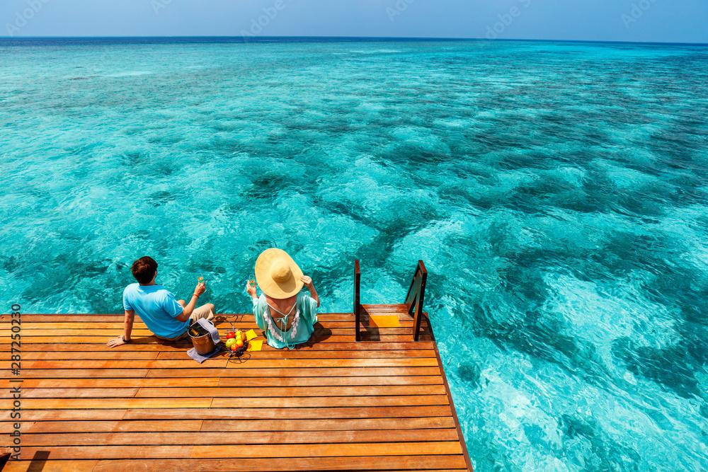 Fototapeta Couple at tropical resort