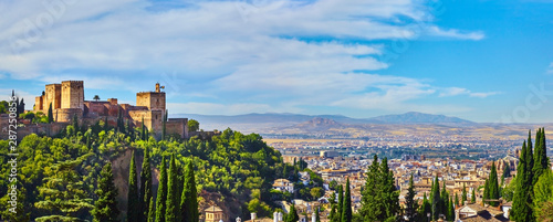 Foto Panoramic view of the Alhambra and Granada in Spain.