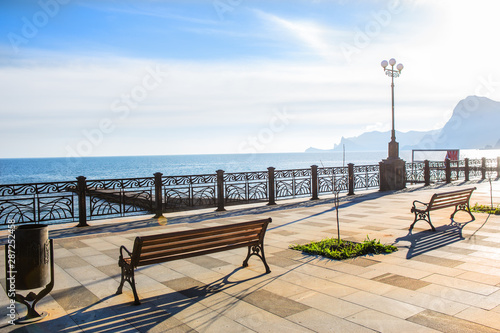 Fotografía promenade by the sea in the morning
